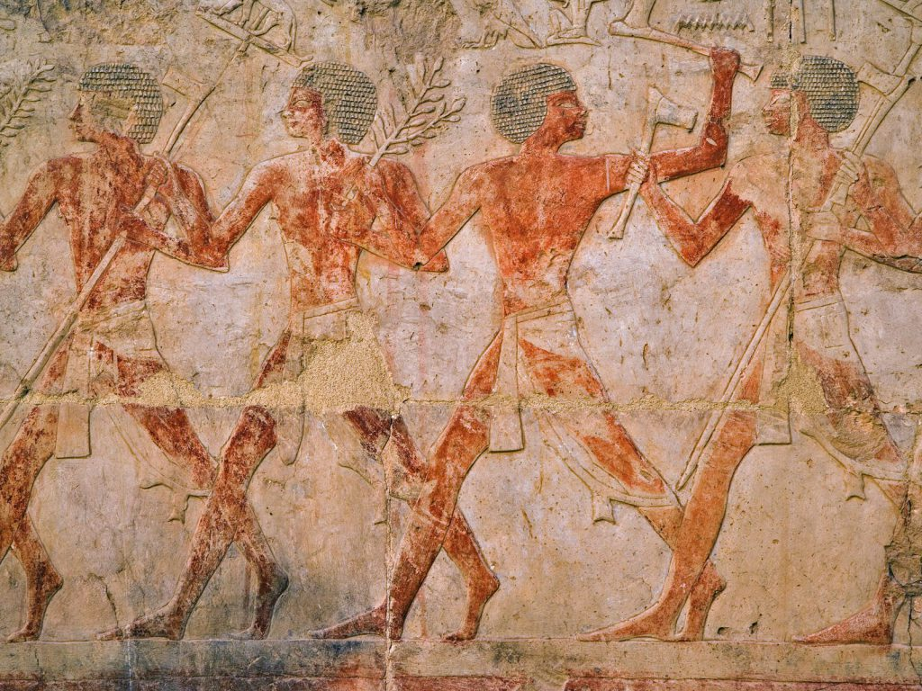 ancient-egyptian-figures-at-temple-of-karnak-luxor-egypt